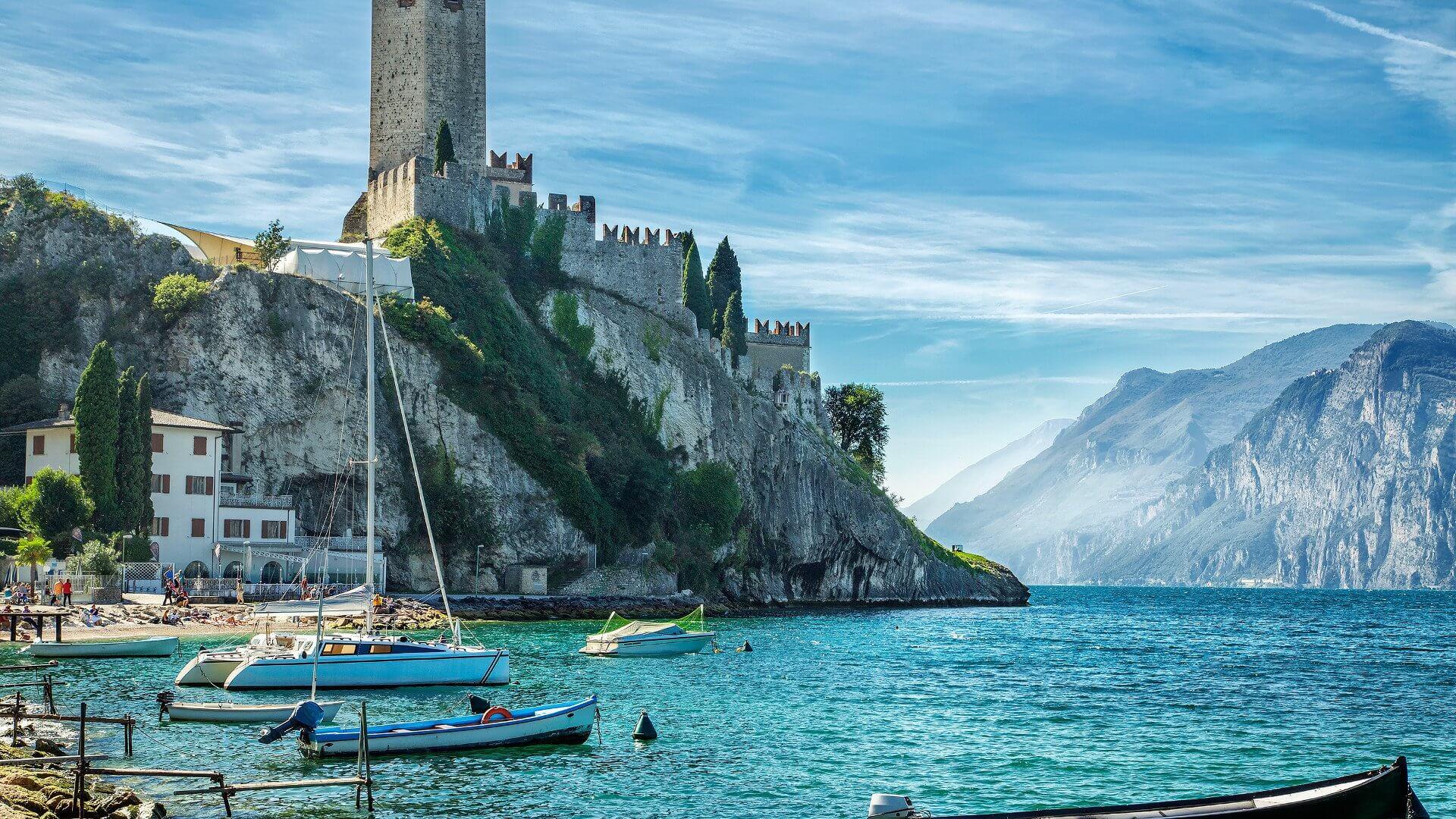 https://aviaseller.com/wp-content/uploads/2018/06/Lake-Garda-Wallpaper-21.jpg